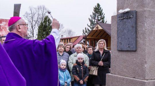 Požehnanie pamätníkov nenarodeným deťom
