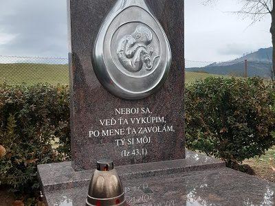 VKamennej Porube pribudol Pamätník nenarodeným deťom